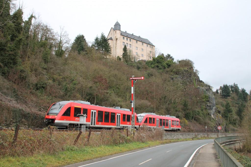 Zwei 640 am Blocksignal der Gegenrichtung in Runkel auf der Lahntalbahn, aufgenommen am 13.12.2015.