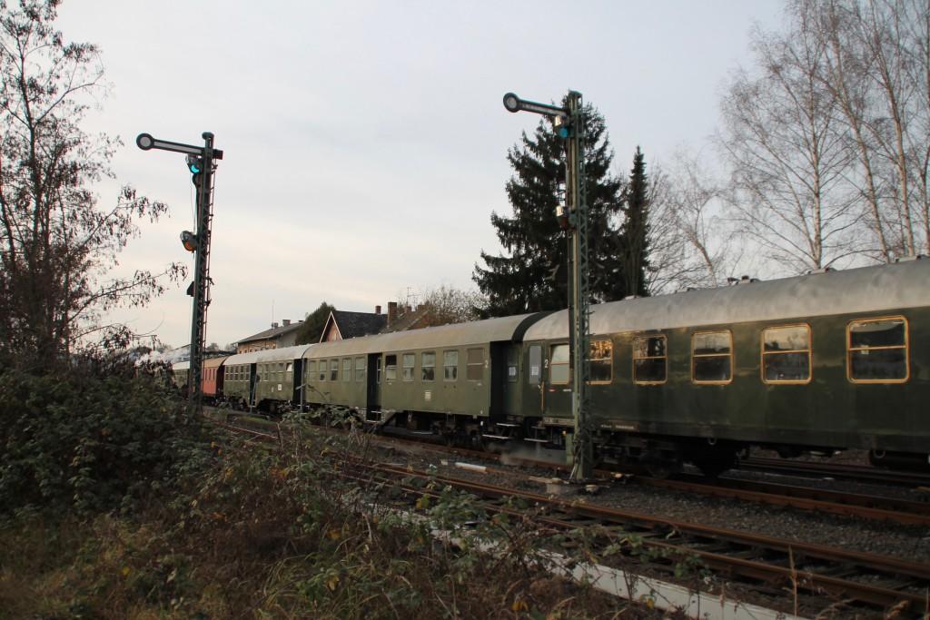 Im Bahnhof Büdingen steht der Sonderzug der Museumseisenbahn Hanau, aufgenommen am 05.12.2015.