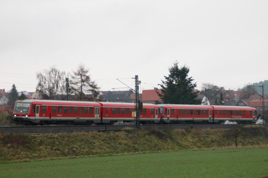 Zwei Triebwagen der Baureihe 628 machen sich auf den Weg von Wölbe nach Marburg, aufgenommen am 28.11.2015.