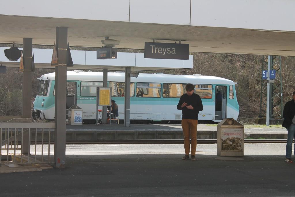 772 008 der Eisenbahnfreunde Treysa steht im Bahnhof Treysa, aufgenommen am 12.04.2015.