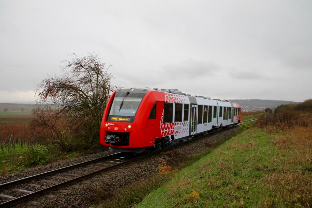Bei Hohen-Sülzen macht sich 623 008 als RB auf den Weg nach Monsheim, aufgenommen am 21.11.2015.