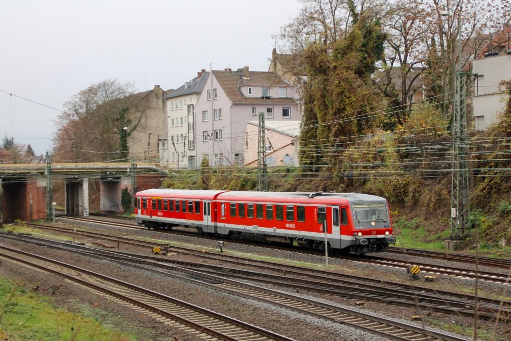 Aus Richtung Monheim fuhr am 21.11.2015 628 561 in den Bahnhof Worms ein.