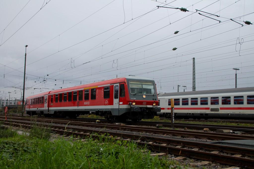 Im Bahnhof Worms rangiert 628 594 in die Abstellung, aufgenommen am 21.11.2015.