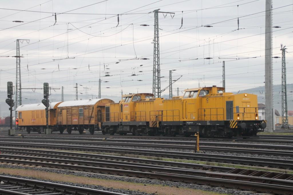 293 009 und eine weitere 293 rangieren am 11.01.2016 durch den Bahnhof Bebra.