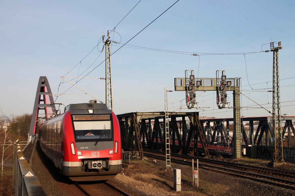 430 149 bei der Einfahrt am Haltepunkt Hanau-Steinheim, aufgenommen am 06.02.2016.