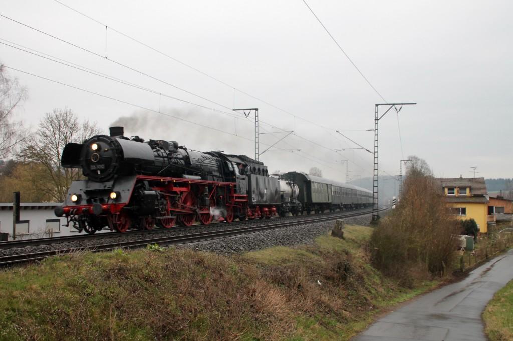 03 1010 kurz vor Lollar auf der Main-Weser-Bahn, aufgenommen am 27.03.2016.