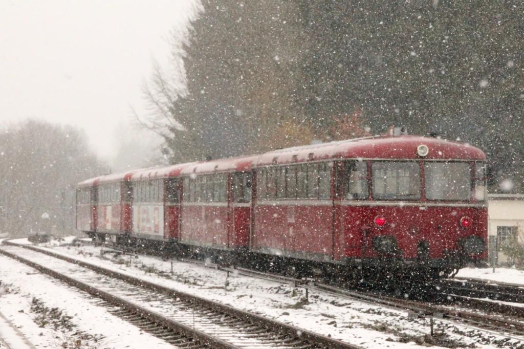 998 880, 998 250, 798 818, 798 622 und 796 724 im Schnee bei Langenhahn, aufgenommen am 06.03.2016.