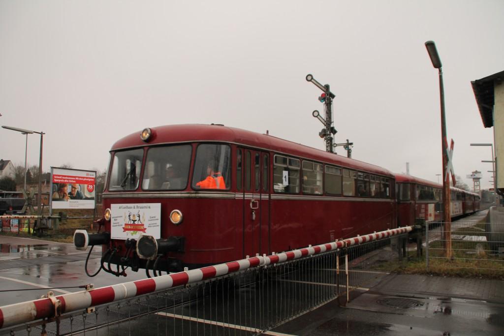 998 880, 998 250, 798 818, 798 622 und 796 724 durchqueren den Bahnhof Staffel, aufgenommen am 06.03.2016.