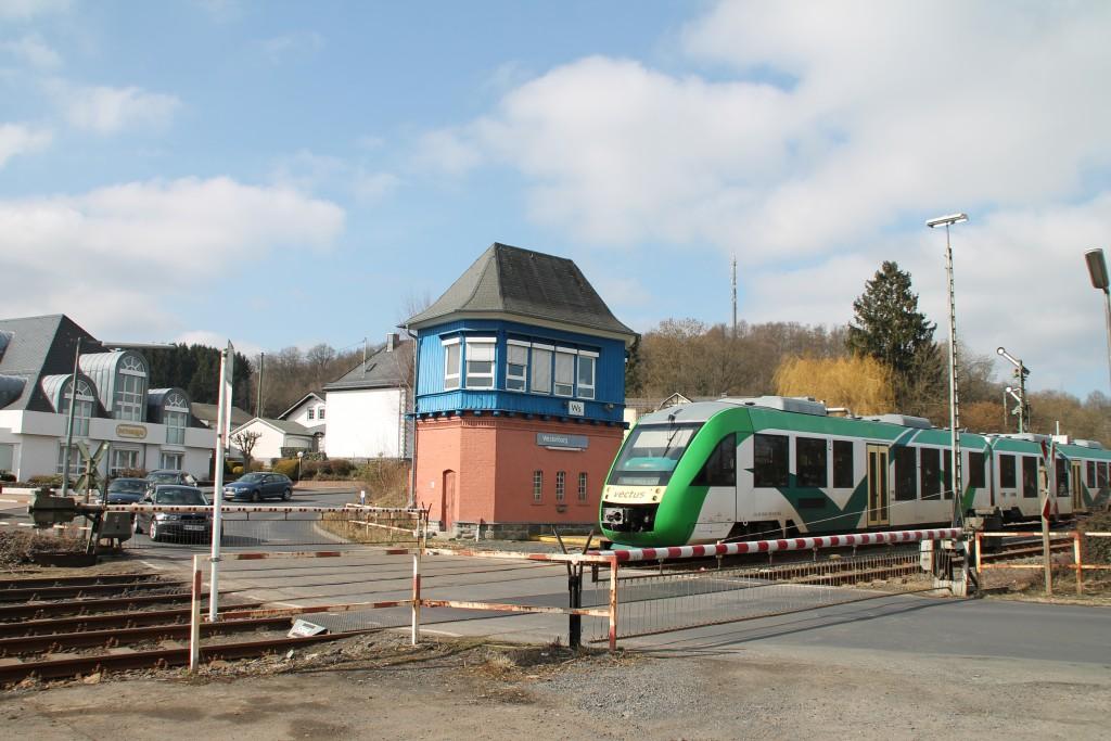 Ein LINT der VECTUS verlässt den Bahnhof Westerburg, aufgenommen am 13.03.2016.