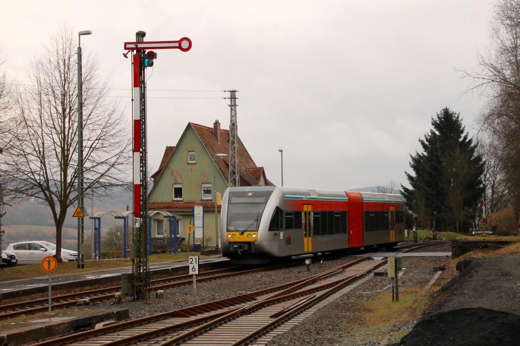 Ein GTW der HLB fährt in den Bahnhof Wilsenroth ein, aufgenommen am 06.03.2016.