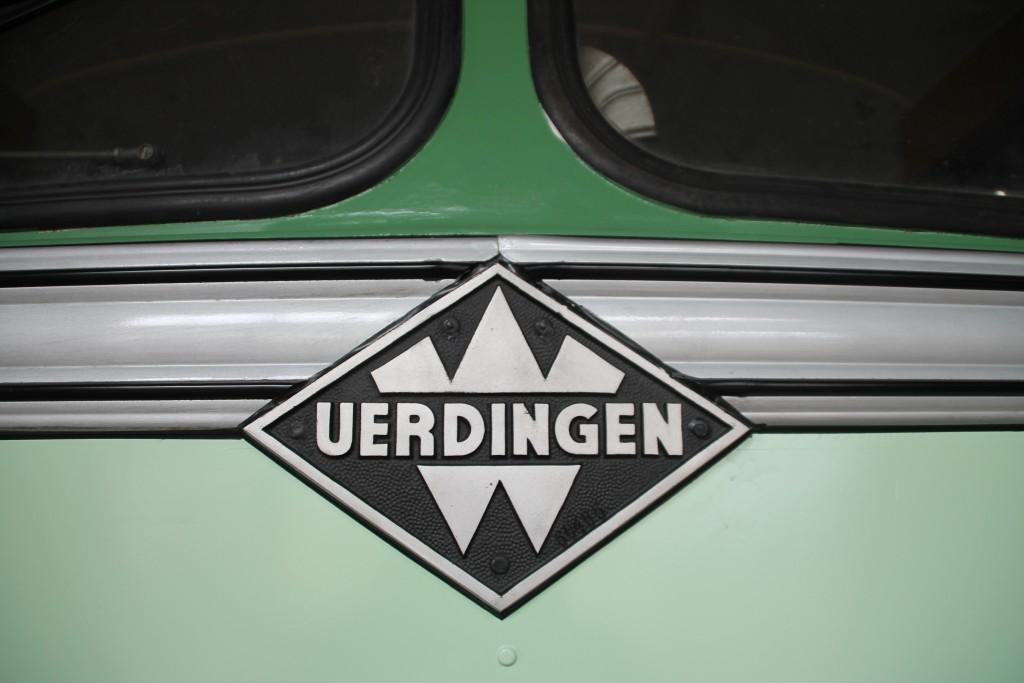 UERDINGEN, in Grün. Aufgenommen an einem Schienenbus im Bw Siegen am 27.03.2016.