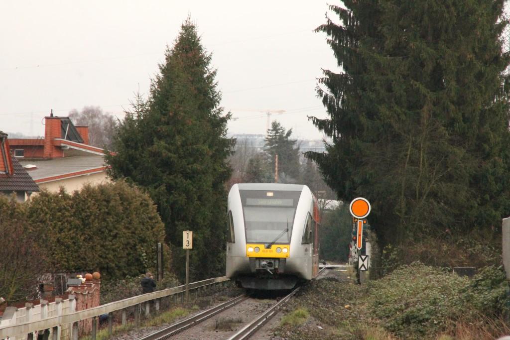 Ein GTW der HLB am Vorsignal von Staffel auf der Unterwesterwaldbahn, aufgenommen am 06.03.2016.