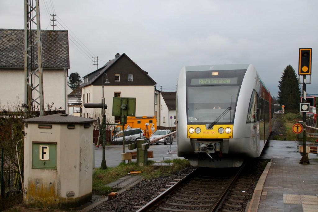 Ein GTW der HLB fährt in Elz-Süd ein, aufgenommen am 06.03.2016.