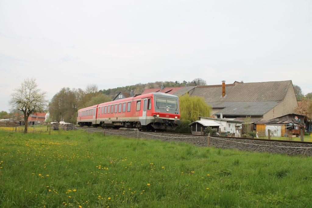628 436 in Todenhausen auf der Burgwaldbahn, aufgenommen am 30.04.2016.