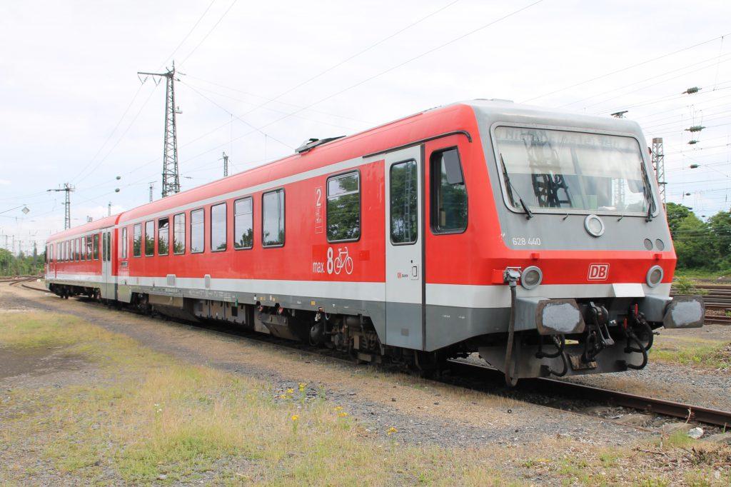 Im Bw Darmstadt steht 628 440 über das Wochenende abgestellt, aufgenommen am 25.06.2016.