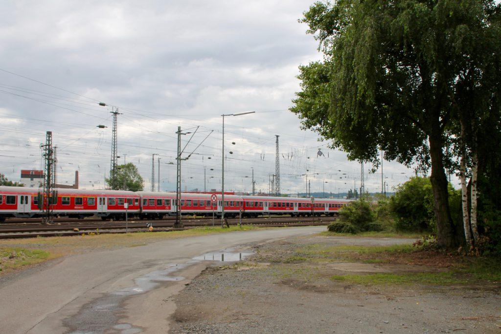 Vor der Ausmusterung stehen einige n-Wagen im Bw sowie im Bahnhof Darmstadt, aufgenommen am 25.06.2016.