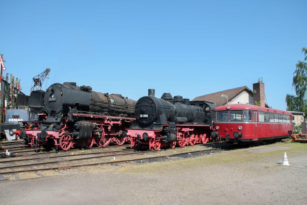 01 1056, 38 3999 und 796 744 stehen nebeneinander im Eisenbahnmuseum Darmstadt-Kranichstein, aufgenommen am 07.05.2016.