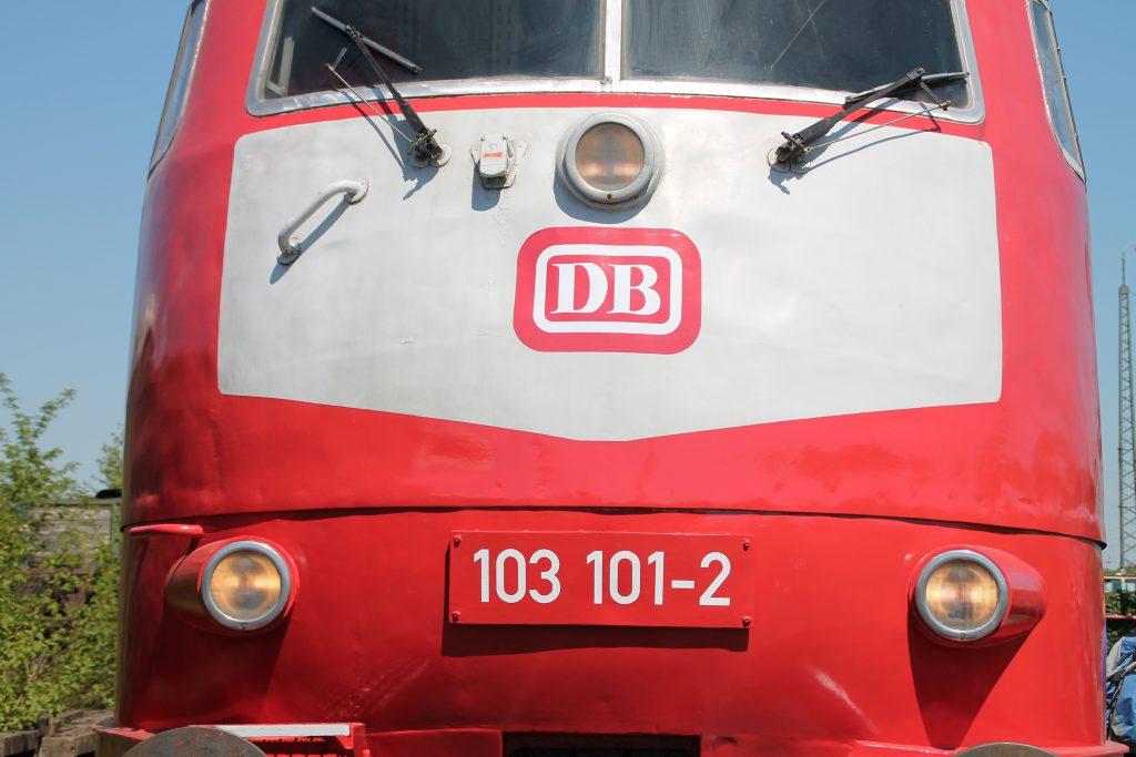 Die Front von 103 101 im Eisenbahnmuseum Darmstadt-Kranichstein, aufgenommen am 07.05.2016.
