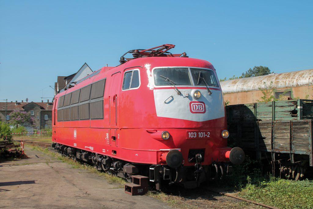 103 101 steht im Eisenbahnmuseum Darmstadt-Kranichstein, aufgenommen am 07.05.2016.