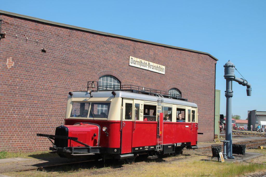 Ein Wissmarer Schienenbus im Eisenbahnmuseum Darmstadt-Kranichstein, aufgenommen am 07.05.2016.
