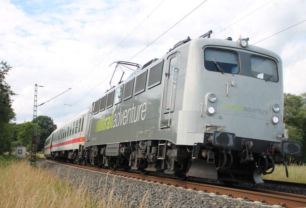 139 558 von RailAdventure mir IC und ICE-Wagen bei Dillheim auf der Dillstrecke, aufgenommen am 28.06.2016.
