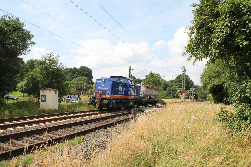 203 126 bei Dillheim auf der Dillstrecke, aufgenommen am 06.07.2016.