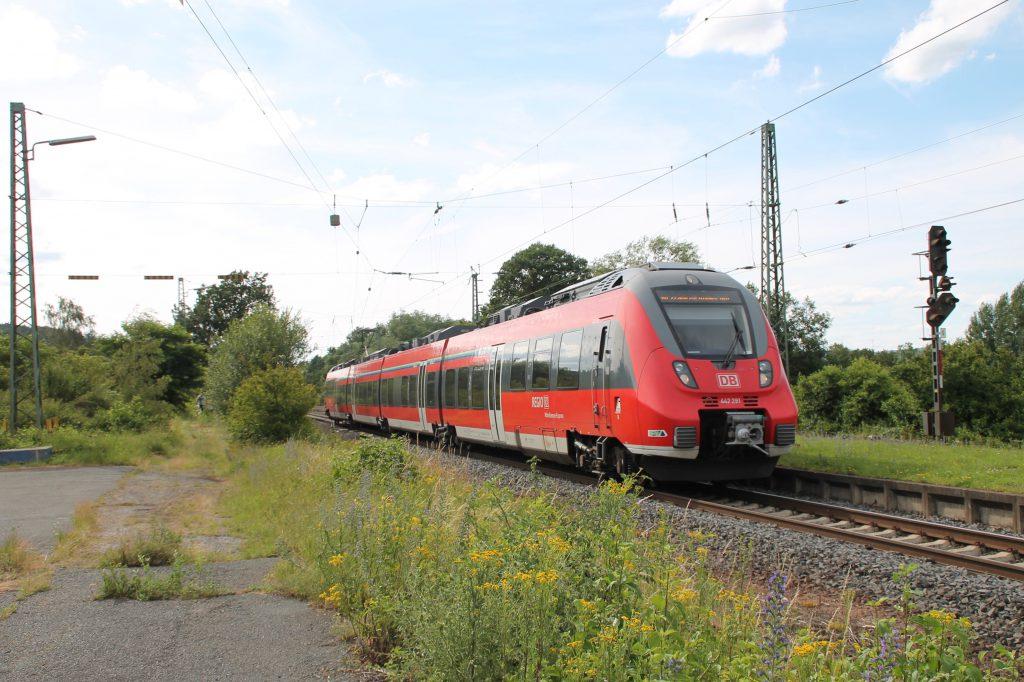 442 291 fährt in den Bahnhof Dutenhofen auf der Dillstrecke ein, aufgenommen am 29.06.2016.