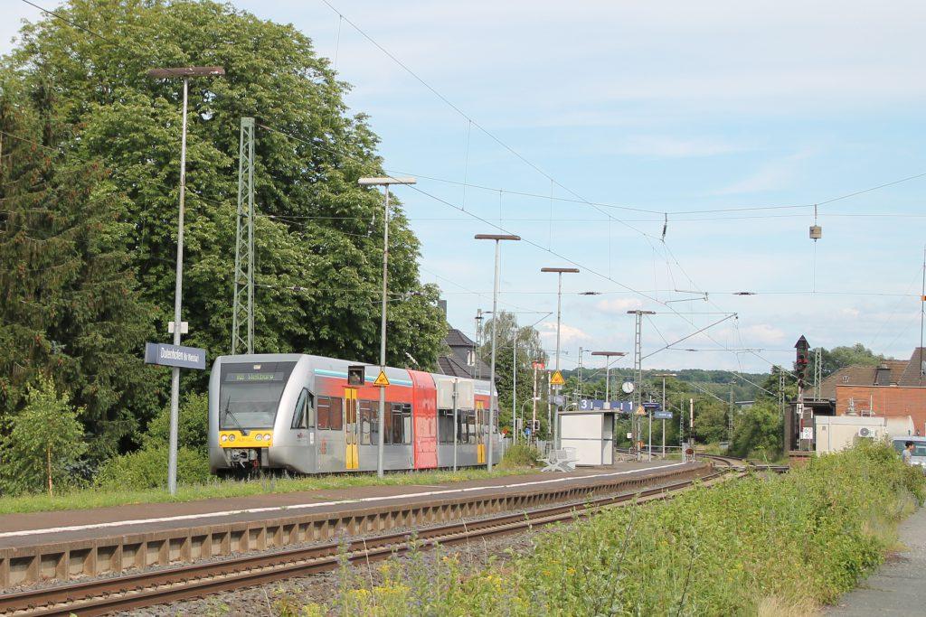 Ein GTW der HLB hält im Bahnhof Dutenhofen auf der Dillstrecke, aufgenommen am 29.06.2016.
