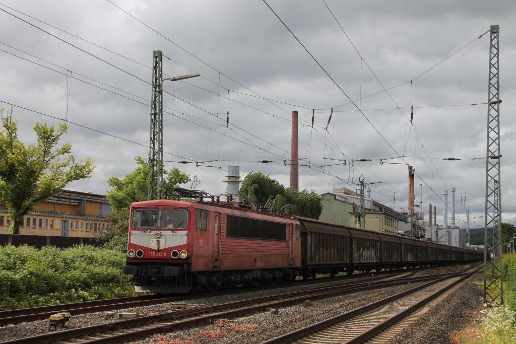 155 219 fährt in den Bahnhof Wetzlar auf der Dillstrecke ein, aufgenommen am 23.05.2016.