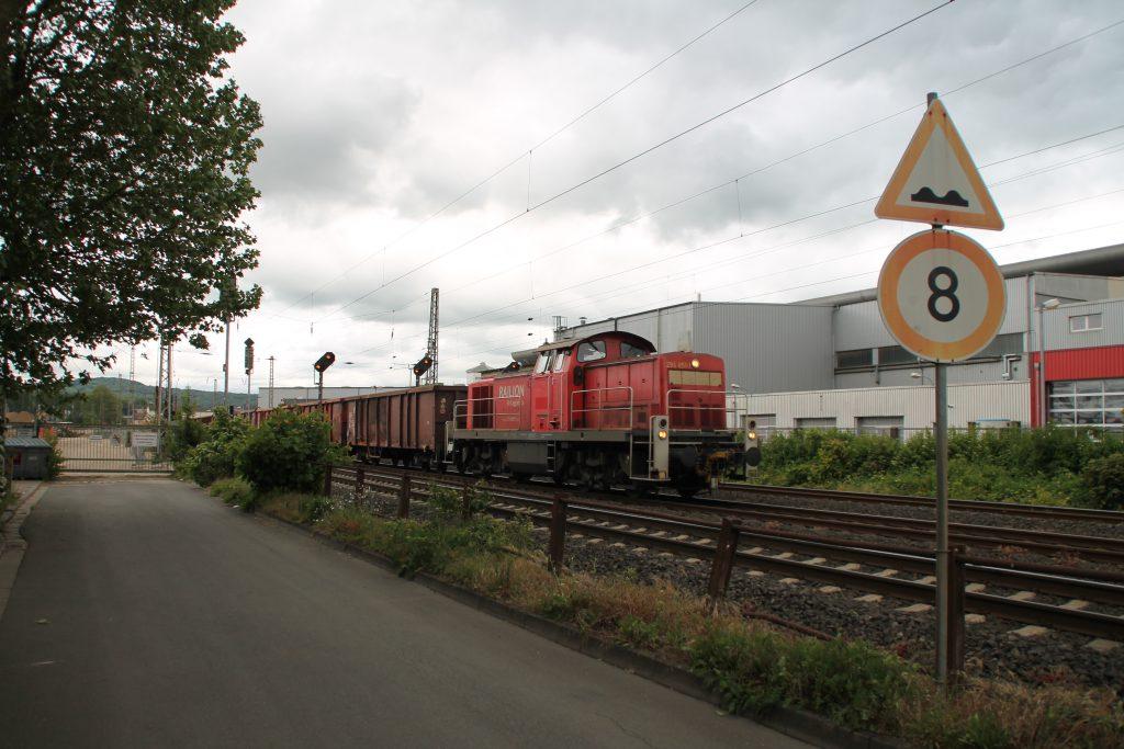 294 851 verlässt den Bahnhof Wetzlar auf der Dillstrecke, aufgenommen am 23.05.2016.