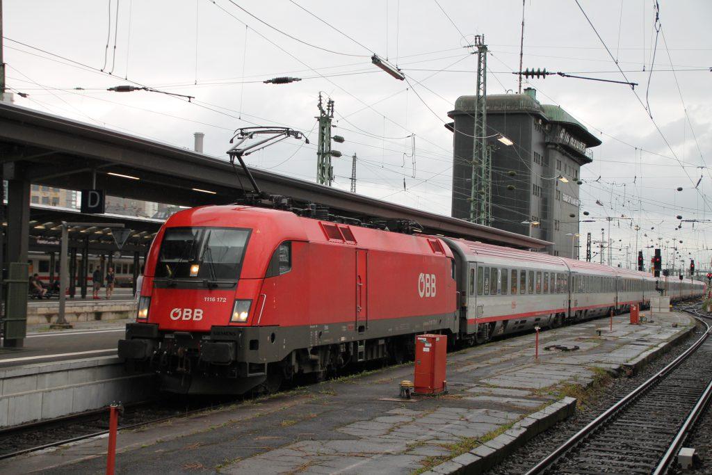 1116 172 der ÖBB fährt mit ihrem EC in Frankfurt Hbf ein, aufgenommen am 25.06.2016.