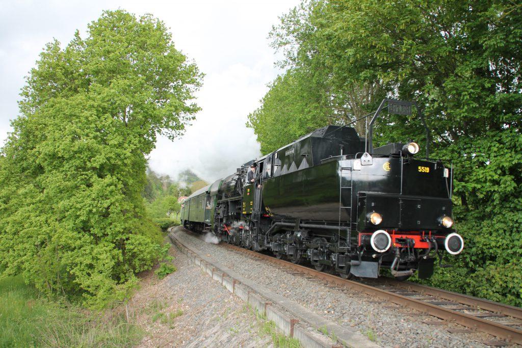 CFL 5519 zwischen Königstein und Schneidhain auf der Frankfurt-Königsteiner-Eisenbahn, aufgenommen am 15.05.2016.