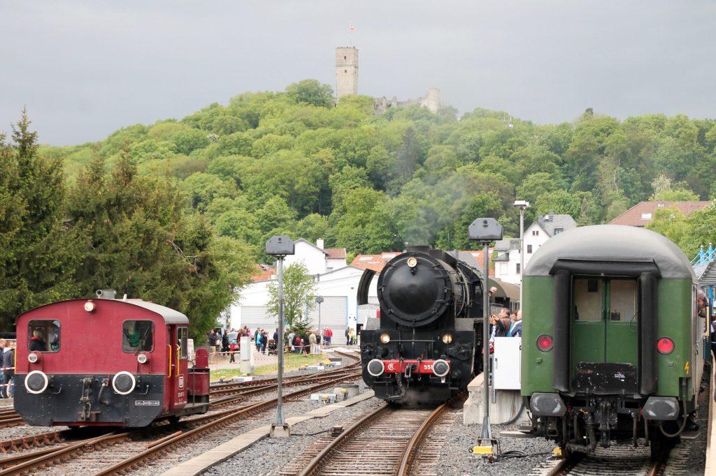 CFL 5519 und 332 607 im Bahnhof Königstein, aufgenommen am 15.05.2016.