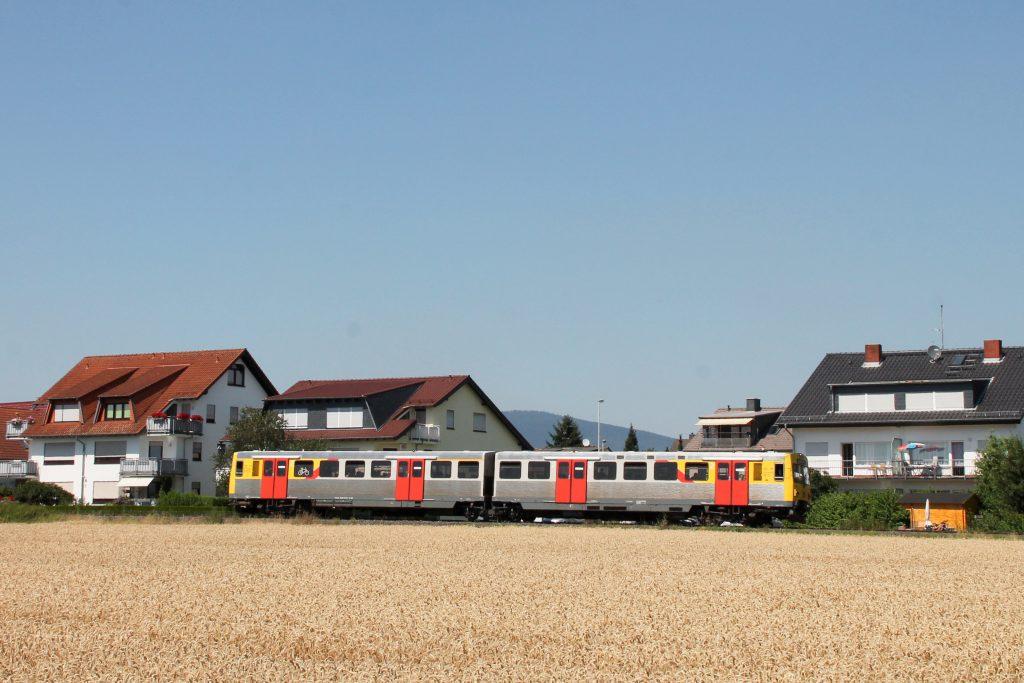 Ein VT2E der HLB bei Liederbach auf der Frankfurt-Königsteiner-Eisenbahn, aufgenommen am 20.07.2016.