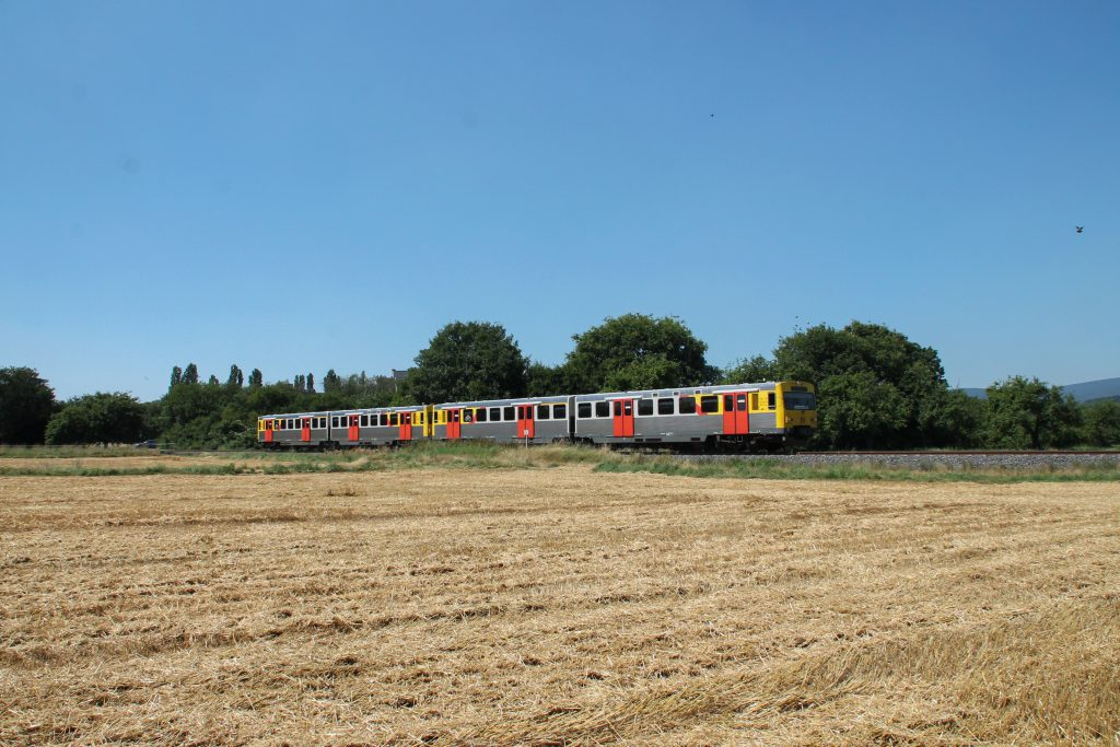Zwei VT2E der HLB bei Münster auf der Frankfurt-Königsteiner-Eisenbahn, aufgenommen am 20.07.2016.
