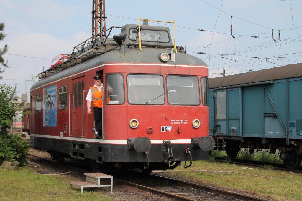 701 076 rangiert durch das Bw Hanau, aufgenommen am 05.06.2016.