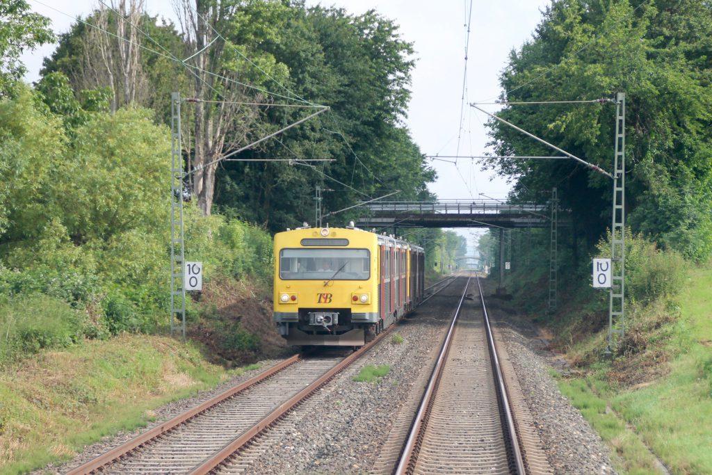 Ein VT2E der HLB bei Steinbach auf der Homburger Bahn, aufgenommen am 22.06.2016.