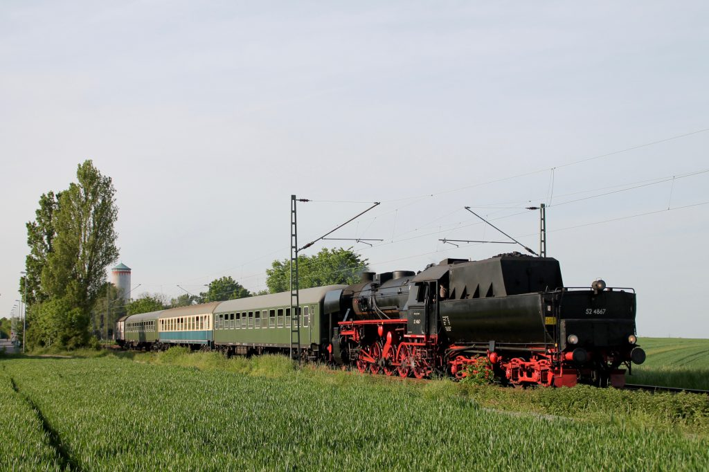 52 4867 verlässt Weisskirchen-Steinbach auf der Homburger Bahn, aufgenommen am 21.05.2016.