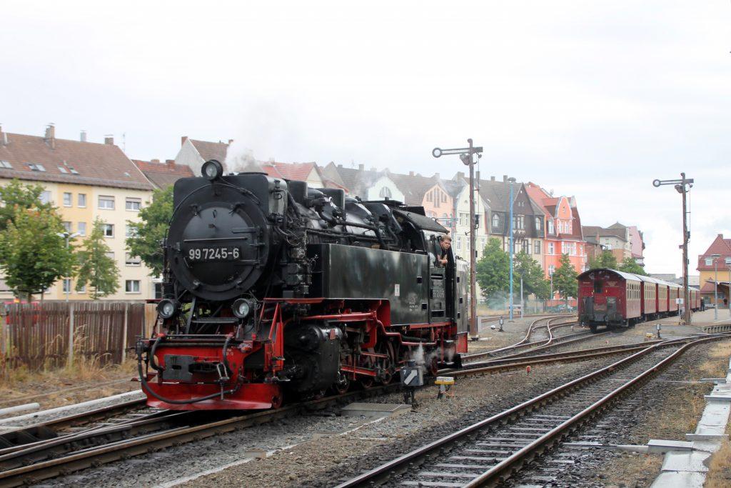 99 7245 rangiert im Bahnhof Nordhausen auf der Harzquerbahn, aufgenommen am 03.07.2016.