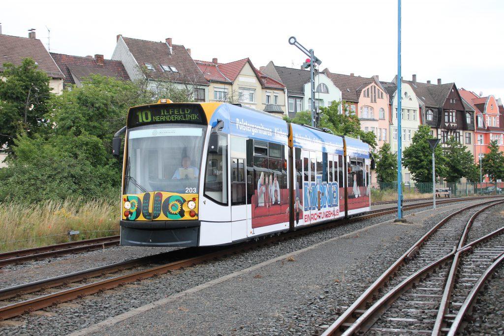 Ein Combino Duo im Bahnhof Nordhausen auf der Harzquerbahn, aufgenommen am 03.07.2016.
