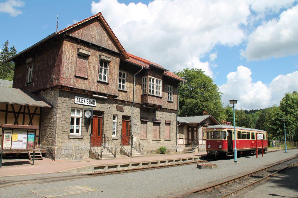 187 011 steht im Bahnhof Alexisbad auf der Selketalbahn, aufgenommen am 03.07.2016.