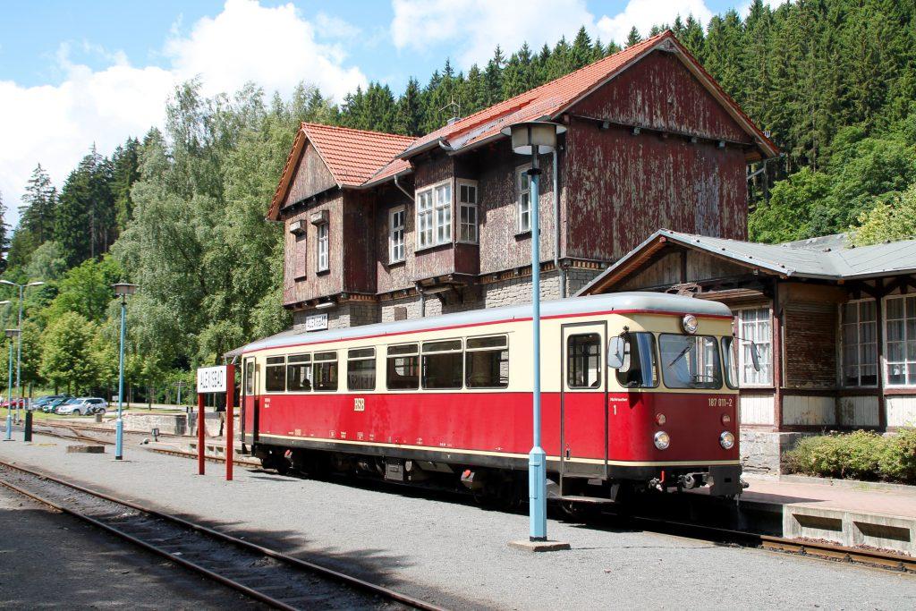 187 011 steht abfahrbereit im Bahnhof Alexisbad auf der Selketalbahn, aufgenommen am 03.07.2016.