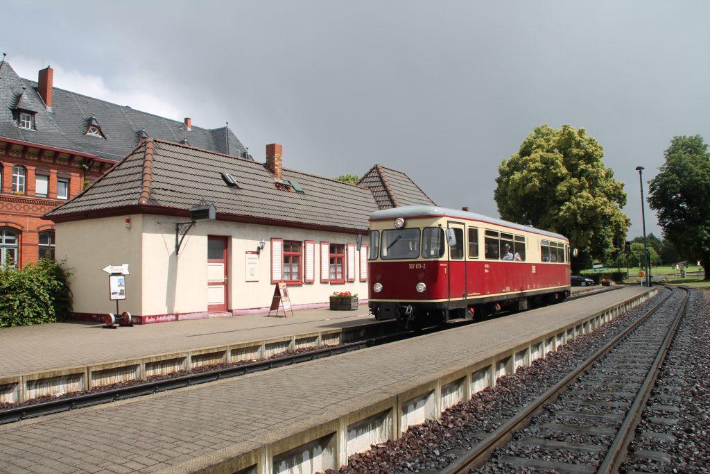 187 011 hält im Bahnhof Gernrode auf der Selketalbahn, aufgenommen am 03.07.2016.