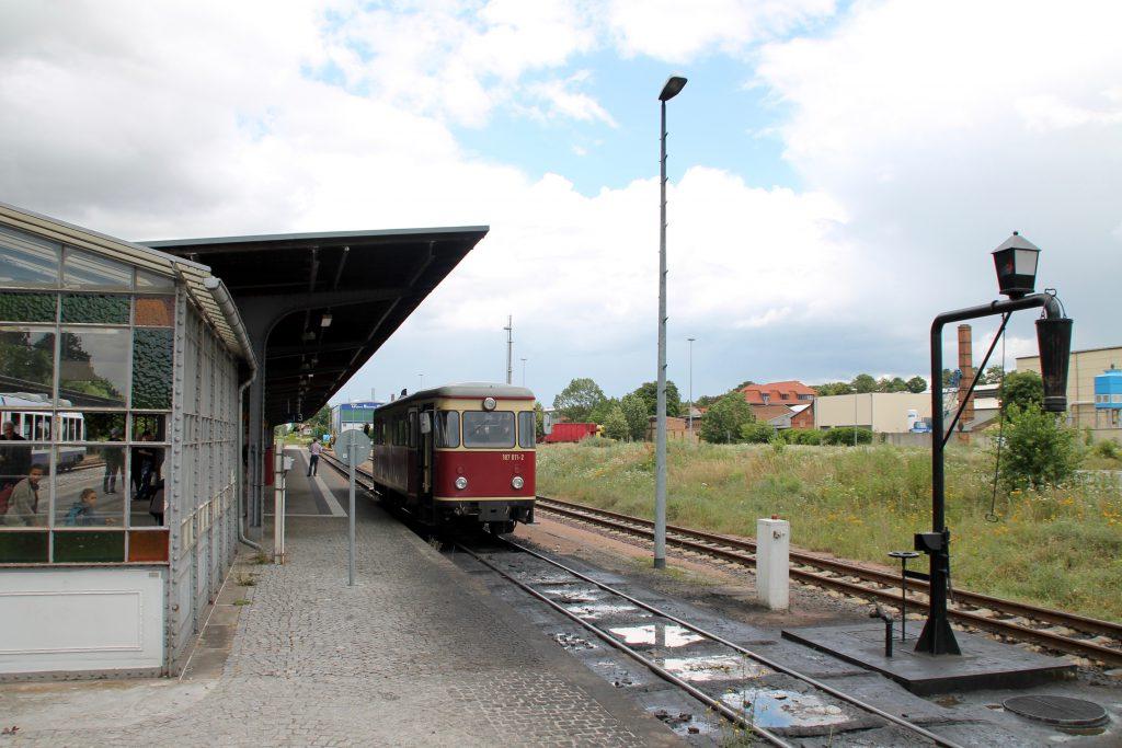 187 011 hält im Bahnhof Quedlinburg auf der Selketalbahn, aufgenommen am 03.07.2016.