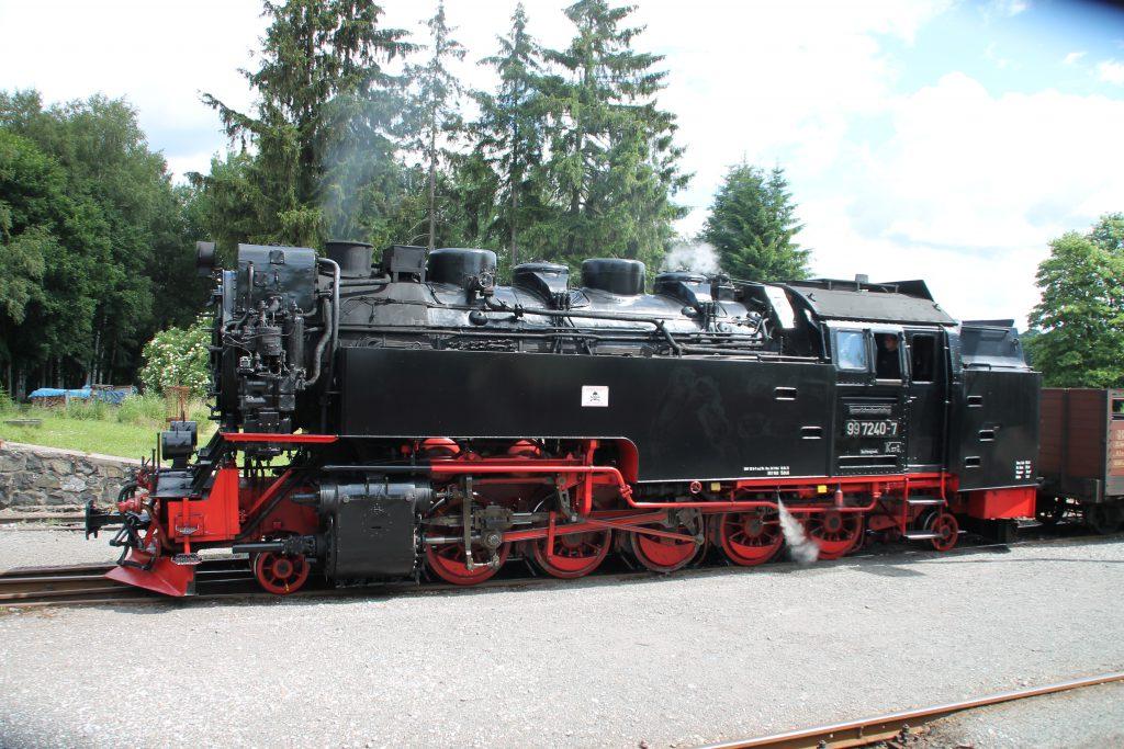 99 7240 wartet im Bahnhof Stiege, aufgenommen am 03.07.2016.