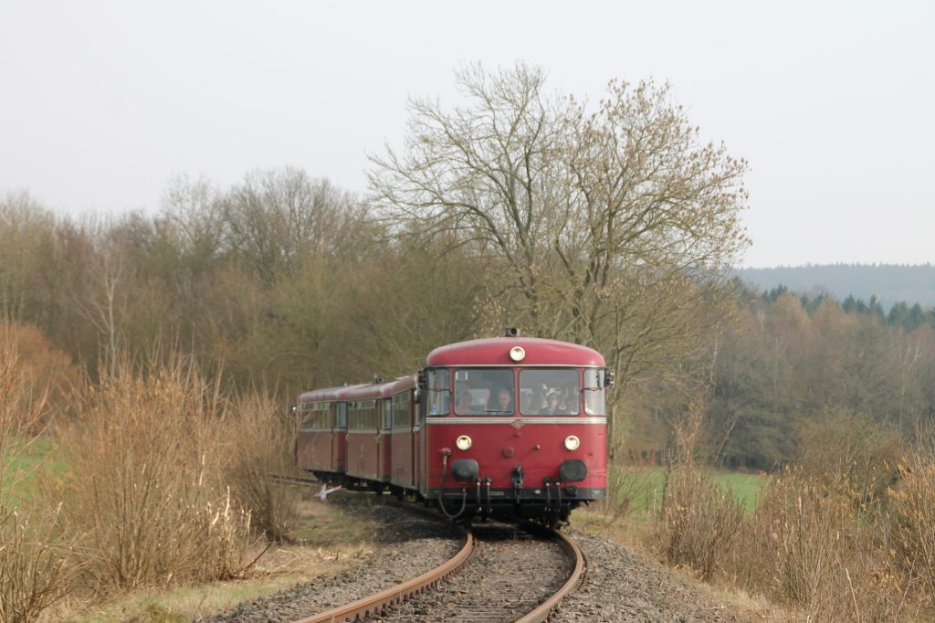 796 690, 996 299, 996 309, 796 802 bei Argenthal auf der Hunsrückquerbahn, aufgenommen am 02.04.2016.