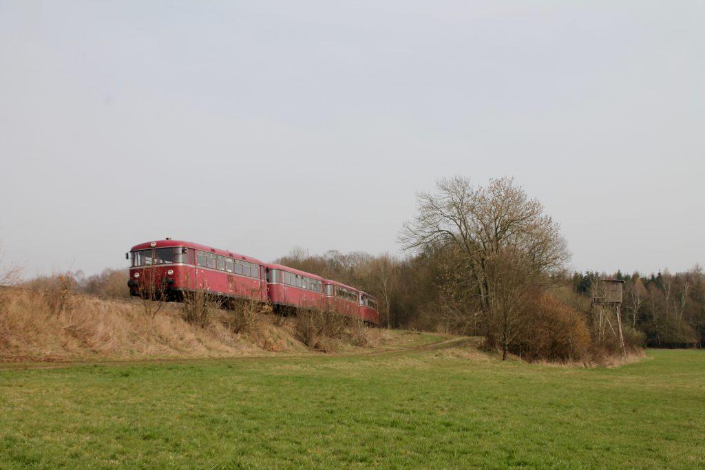 796 690, 996 299, 996 309, 796 802 am Waldrand bei Argenthal auf der Hunsrückquerbahn, aufgenommen am 02.04.2016.