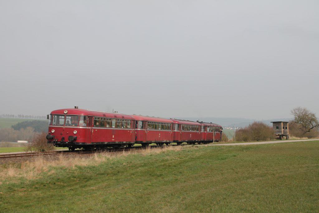 796 690, 996 299, 996 309, 796 802 in der Nähe von Kleinweidelbach auf der Hunsrückquerbahn, aufgenommen am 02.04.2016.