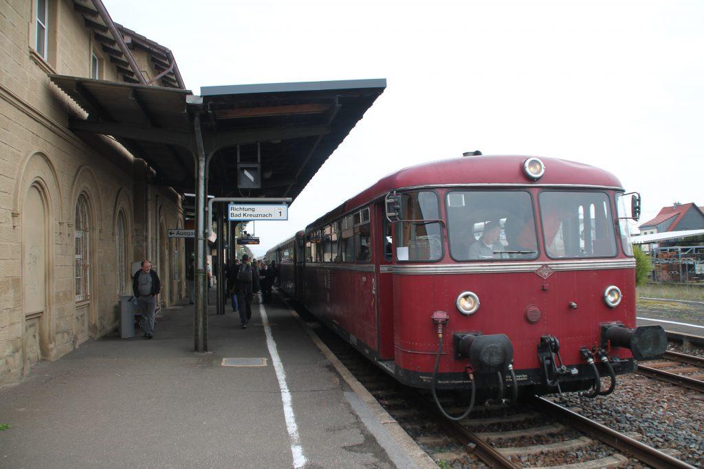 796 690, 996 299, 996 309, 796 802 stehen in Langenlonsheim zur Abfahrt auf die Hunsrückquerbahn bereit, aufgenommen am 02.04.2016.