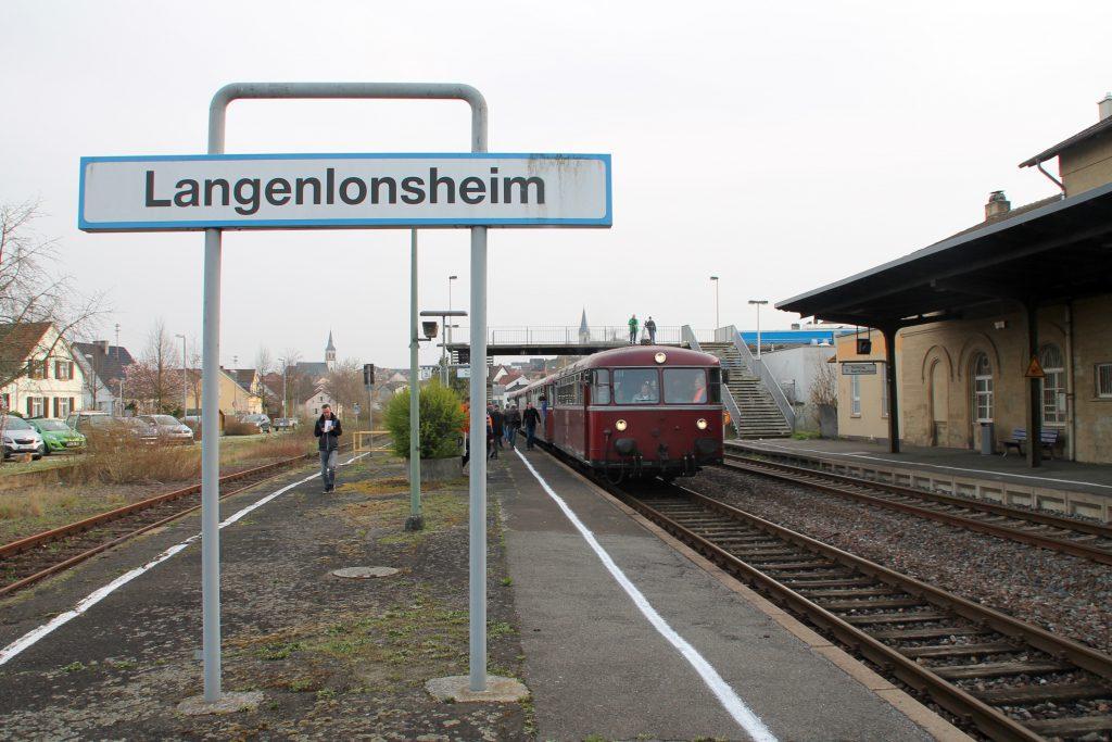 796 690, 996 299, 996 309, 796 802 im Bahnhof Langenlonsheim, aufgenommen am 02.04.2016.